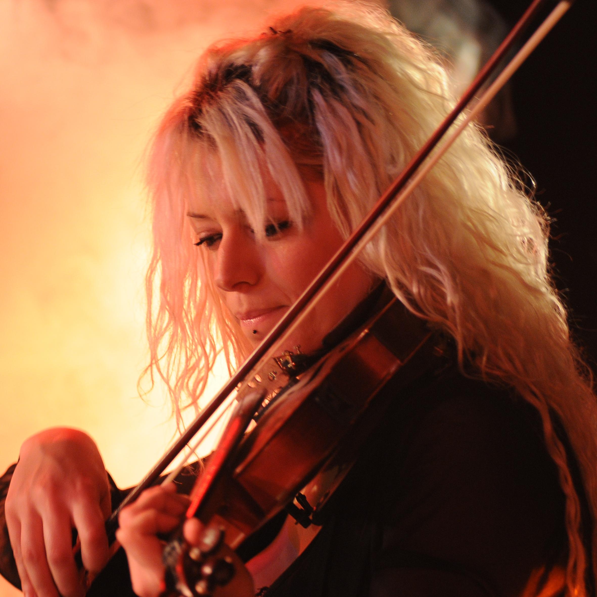 Elisa Semprini: voce, violino